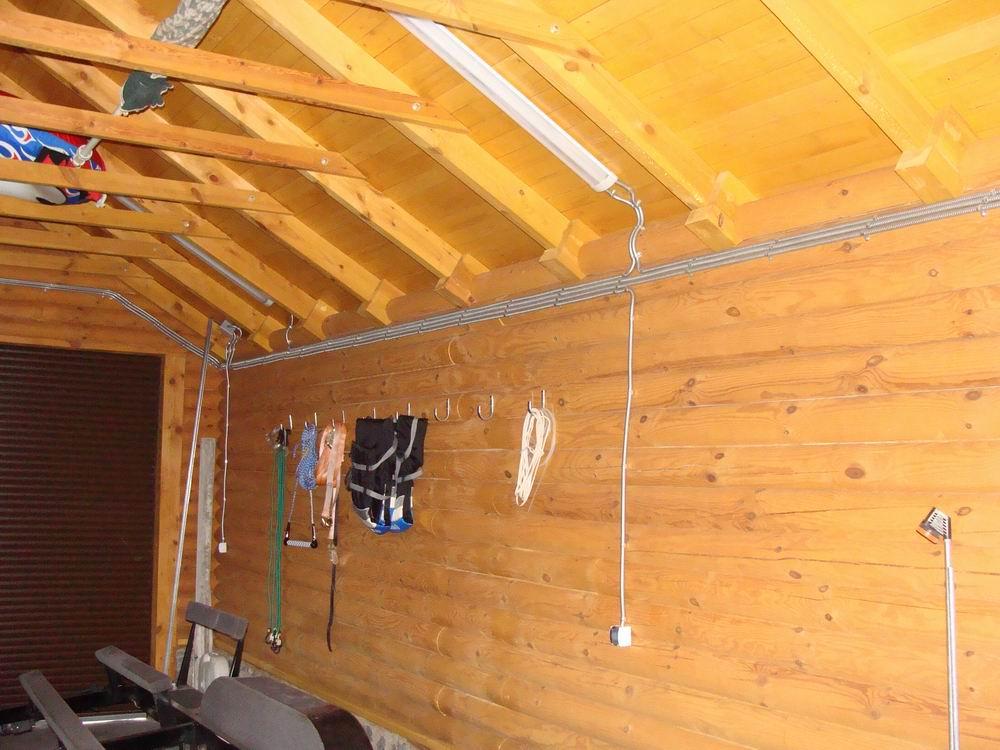 Провести электропроводку в деревянном доме своими руками